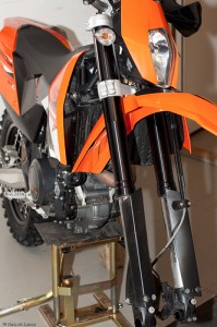 Disassembly of ktm 690 smc front wheel