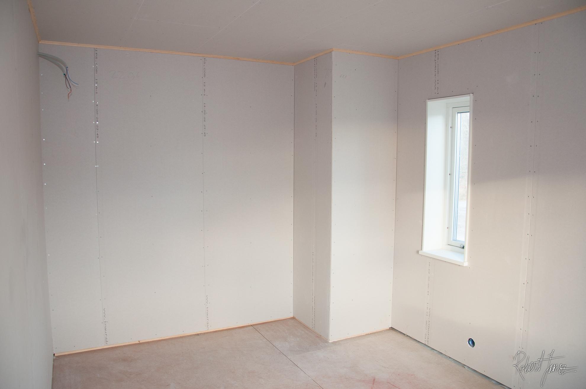 Master bedroom - drywalled