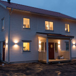 Outdoor lightning with 12 x double led lamps around house and garage