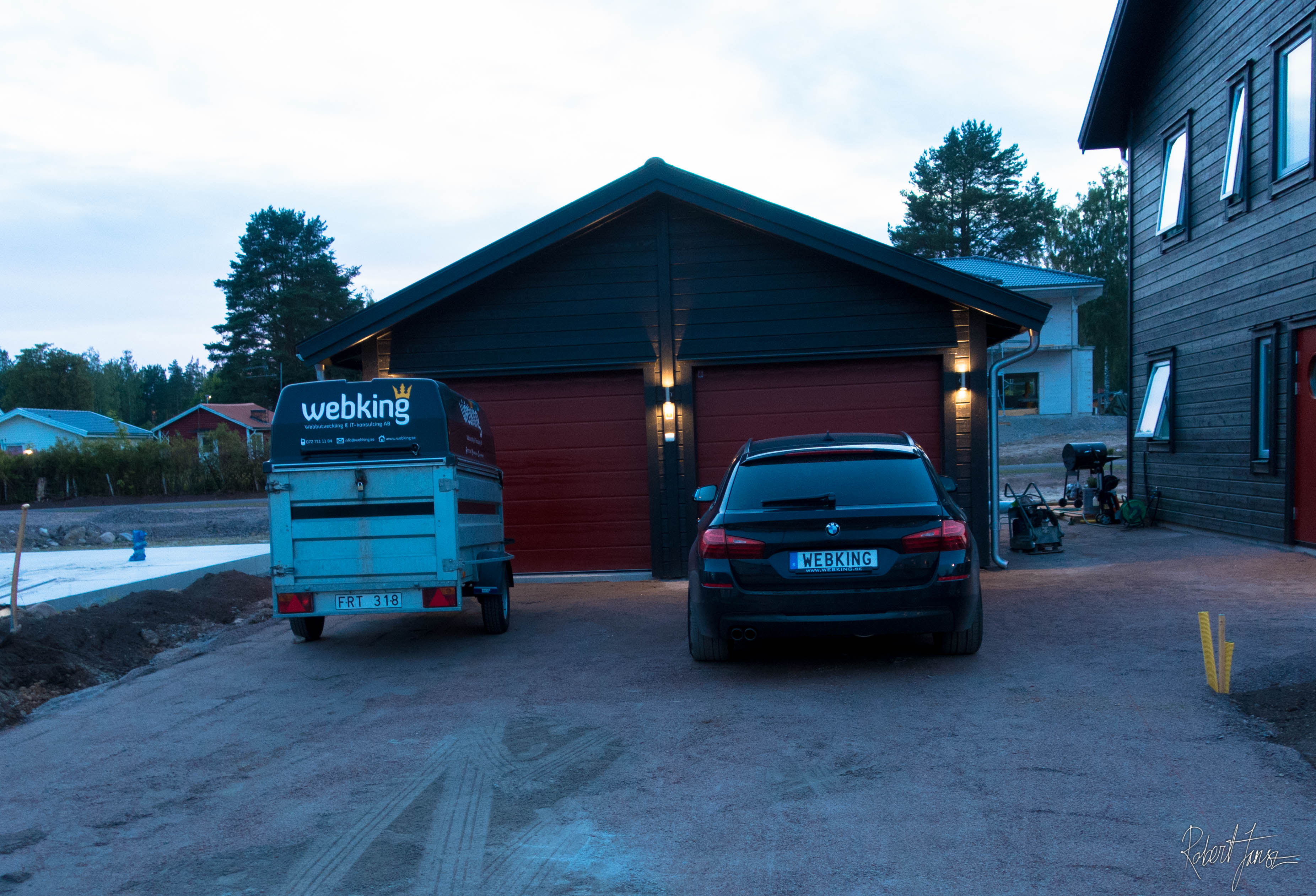 Garage painted black with S8500-n color