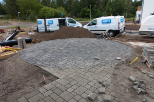 Finished sawing out the round lines in the paving stones