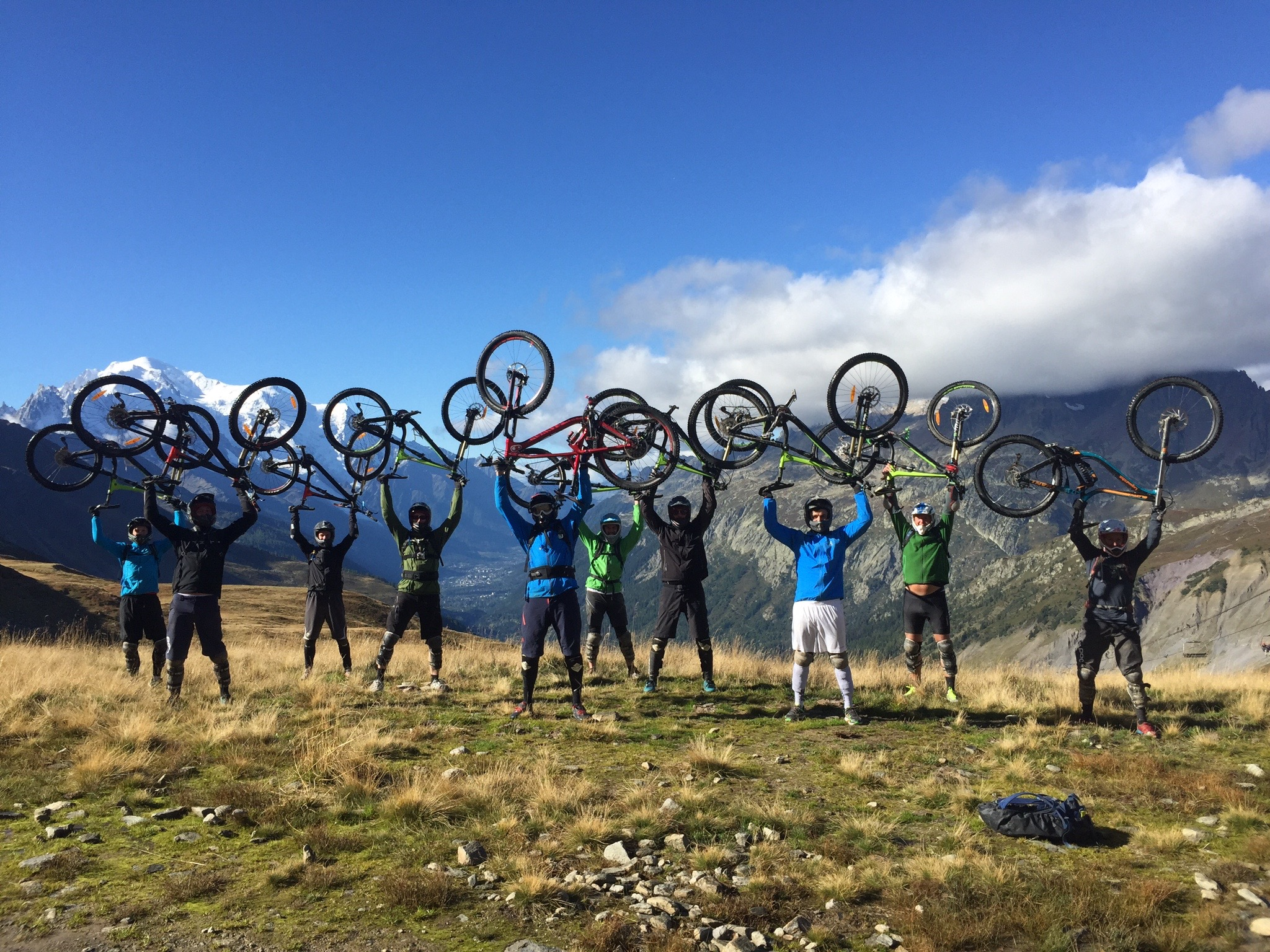 MTB Enduro Downhill in Le Tour Chamonix with the soft crew